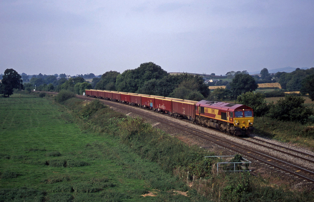 66168, 11.15 Exeter Riverside Yard-Westbury, Silverton, near Exeter, 11-9-00.