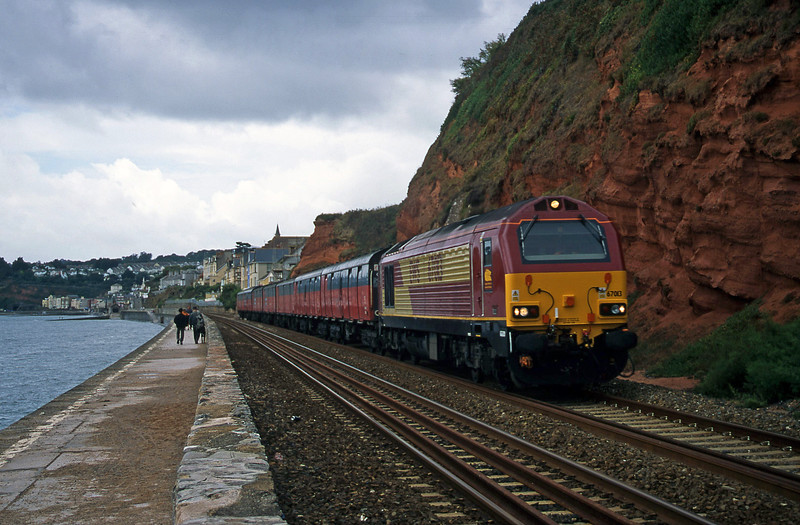 67013, up vans, Dawlish, 1-9-00.