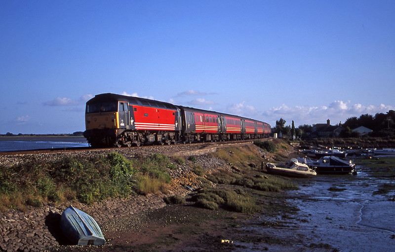 47818, 15.55 Plymouth-Leeds, Cockwood Harbour, near Starcross, 30-9-00.
