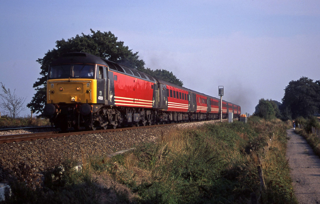 47829, 15.55 Plymouth-Leeds, Powderham, near Exeter, 11-9-00.