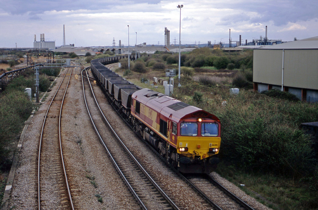 66205, down mgr empties, Hallen Marsh Junction, Avonmouth, 10-4-01.