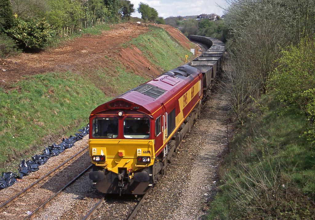 66119, down mgr empties, Brentry, Bristol, 25-4-01.