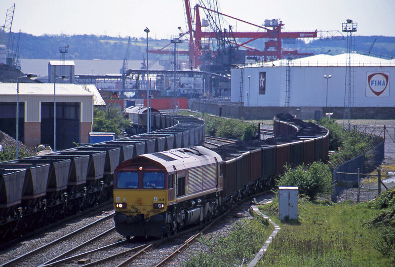 66211, 14.25 Avonmouth Bennett's Siding-Rugby, Hallen Marsh Junction, Avonmouth, 30-4-01. 66127, down mgr empties.