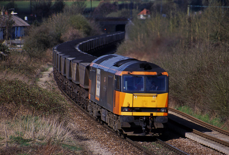 60059, Avonmouth Bulk Handling Terminal-Didcot Power Station, Brentry, Bristol, 3-4-01.