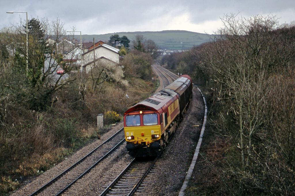 66120, 08.47 Newport Alexandra Dock Junction Yard-Swansea, Brynna, near Bridgend, 10-4-01.