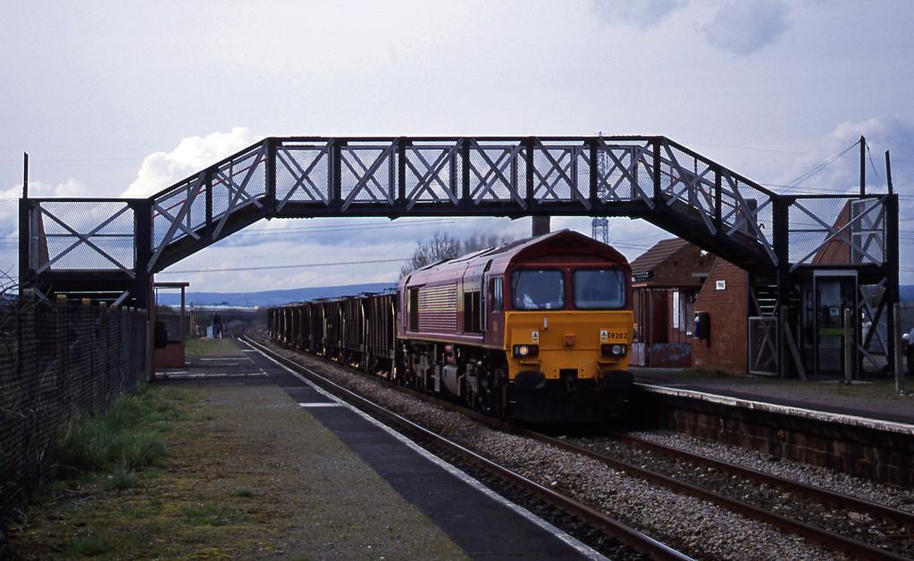 59202, 13.59 Newport Alexandra Dock Junction-Westbury, Pilning, 3-4-01.