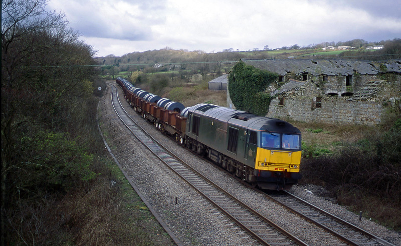 60081, 11.52 Margam-Ebbw Vale, Llangewydd Court Farm, near Bridgend, 10-4-01.