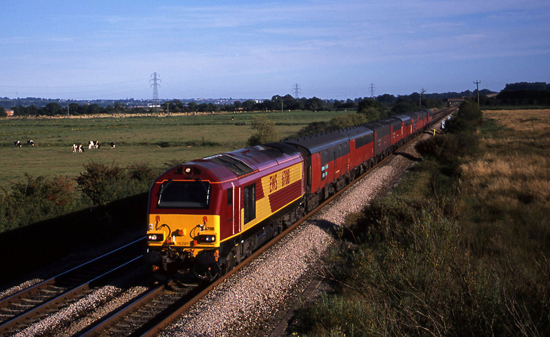 67018, 17.23 Plymouth-Low Fell, Exminster, near Exeter, 28-8-01.