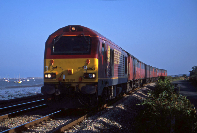 67022, 17.23 Plymouth-Low Fell, Powderham, near Exeter, 24-8-01.