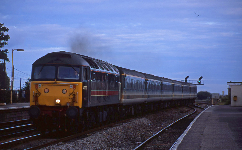 47712, 18.40 Plymouth-London Paddington, Dawlish Warren, 3-8-01.