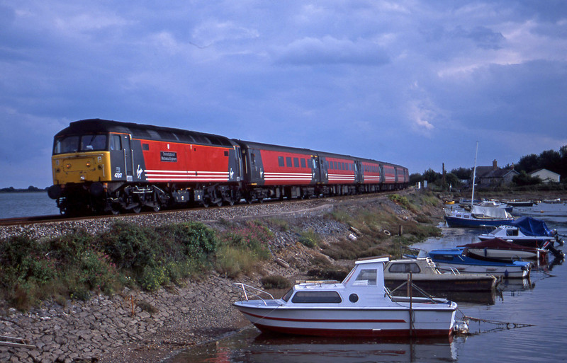 47817, 15.50 Plymouth-Leeds, Cockwood Harbour, near Starcross, 30-8-01.