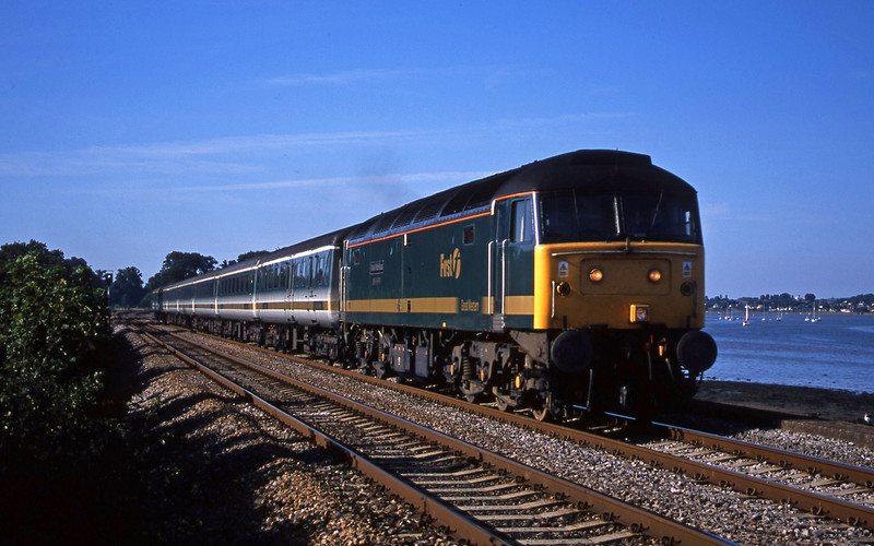 47816, 14.33 London Paddington-Plymouth, Powderham, near Exeter, 27-8-01.