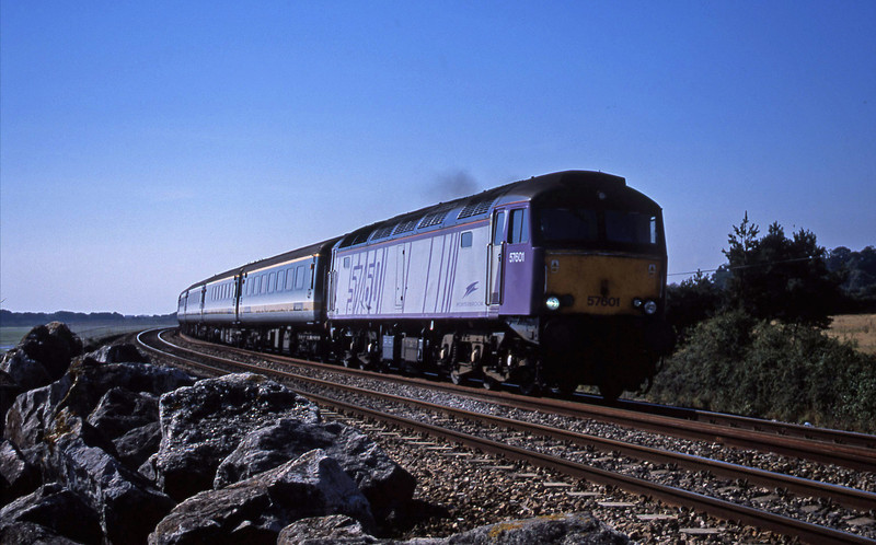 57601, 09.30 Plymouth-London Paddington, Cockwood, near Starcross, 28-8-01.
