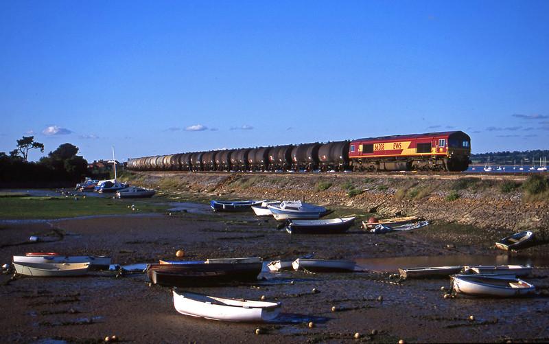 66208, 13.34 Fawley-Plymouth Tavistock Junction, Cockwood Harbour, near Starcross, 10-8-01.
