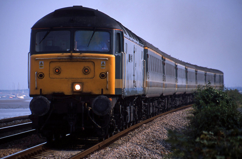 47/8, 15.40 Paignton-London Paddington, Powderham, near Exeter, 25-8-01.