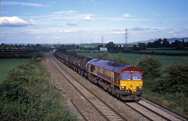 66202, 13.34 Fawley-Plymouth Tavistock Junction, Berkley Marsh, near Frome, 21-8-01.