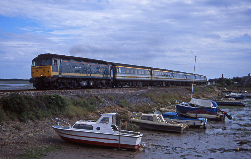 47815, 15.40 Plymouth-London Paddington, Cockwood Harbour, near Starcross, 11-8-01.
