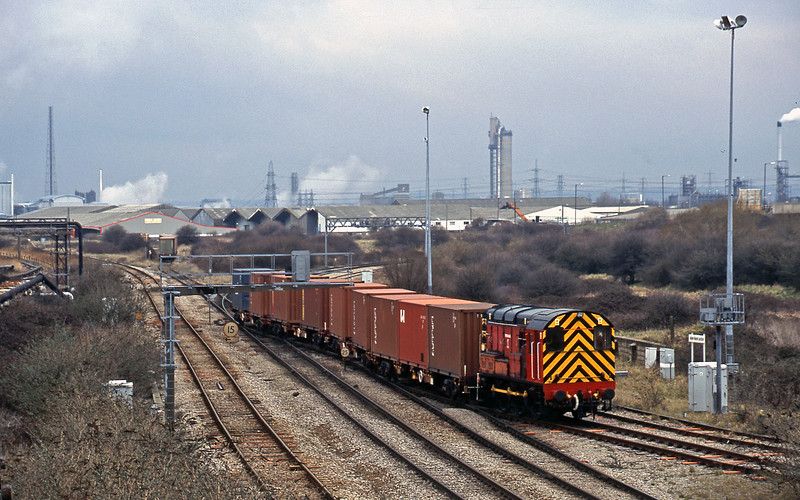 08500, shunting, Hallen Marsh Junction, Avonmouth, 27-2-01.
