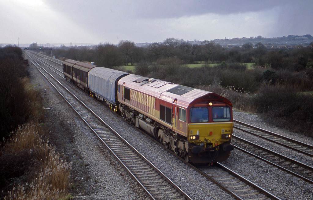 66221, 15.05 Cadoxton-Newport Alexandra Dock Junction, St Mellons, Cardiff, 6-2-01.