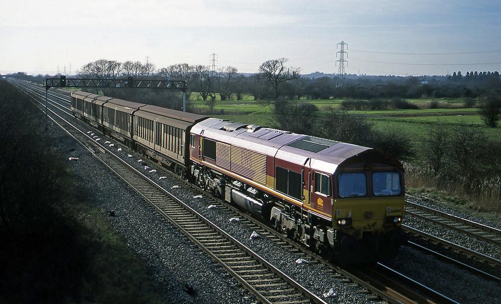 66084, 13.57 Cardiff-Mossend, Coedkernow, near Newport, 13-2-01.