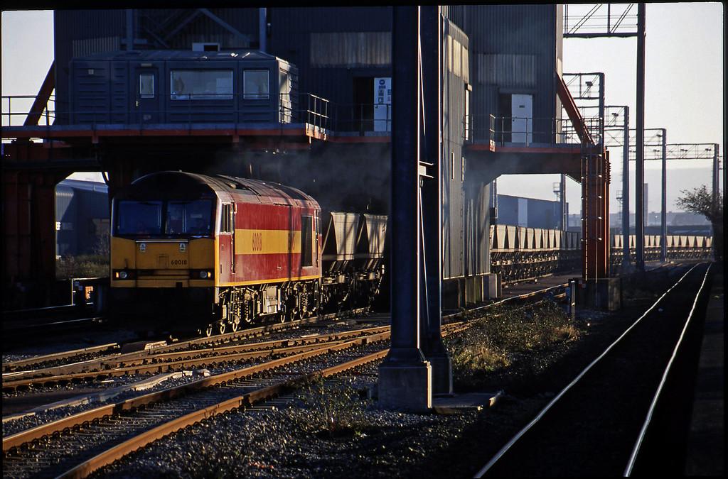 60018, loading Avonmouth Bulk Handling Terminal-Didcot Power Station mgr, Avonmouth St Andrew's Road, 14-2-01.