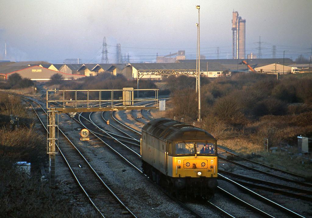 47361, down light to car carriers, Hallen Marsh Junction, Avonmouth, 14-2-01.