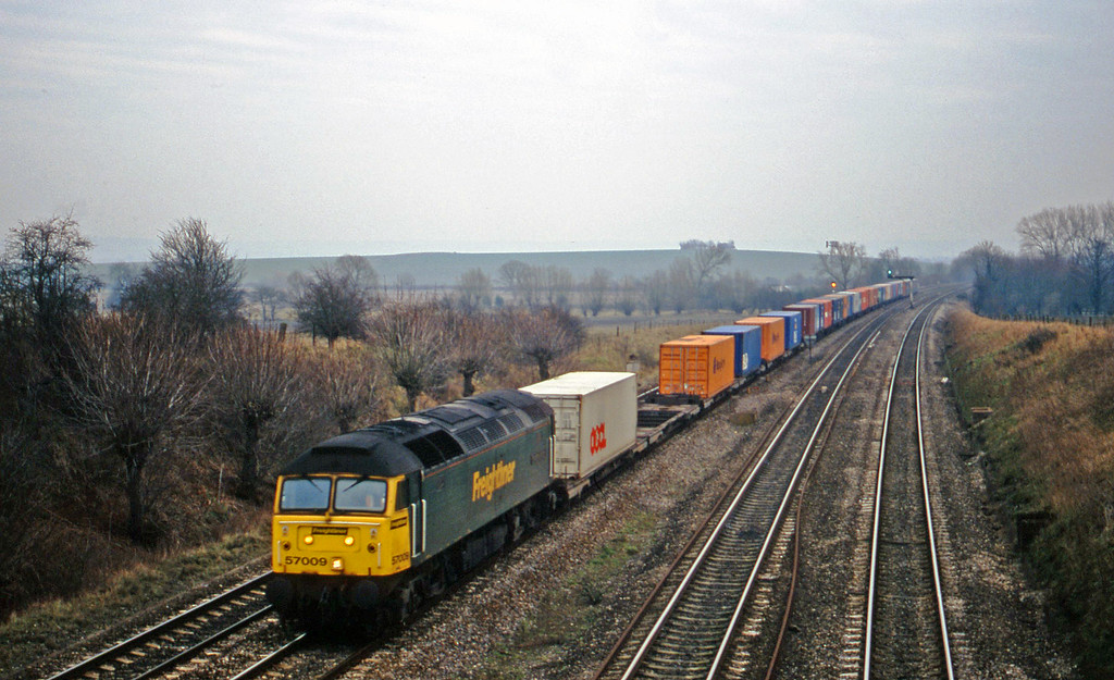 57009, 12.30 Southampton-Leeds, South Moreton, near Didcot, 16-1-01