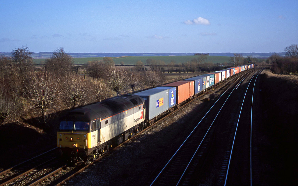 47302, 12.30 Southampton-Leeds, South Moreton, near Didcot, 24-1-01.