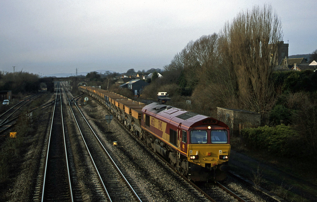 66152, up stone empties, Magor, 9-1-01.