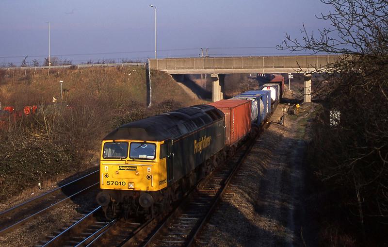 57010, 06.52, Crewe Basford Hall-Southampton, Didcot North Junction, 16-1-01.