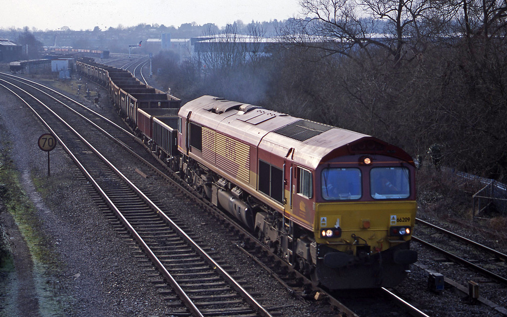 66209, down spoil, Didcot North Junction, 16-1-01.