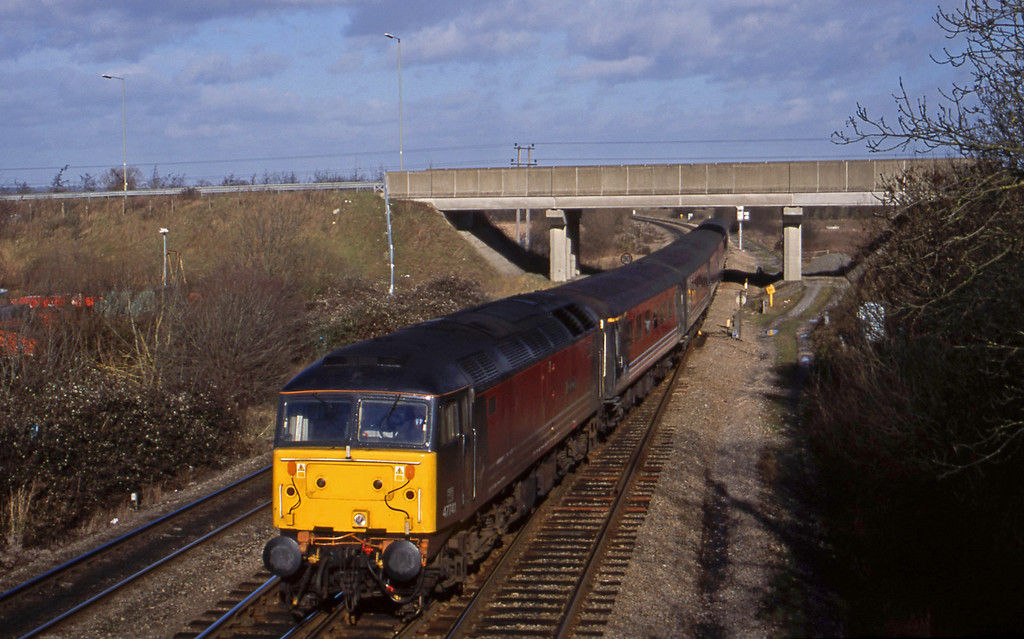 47741, up pass, Didcot North Junction, 24-1-01.