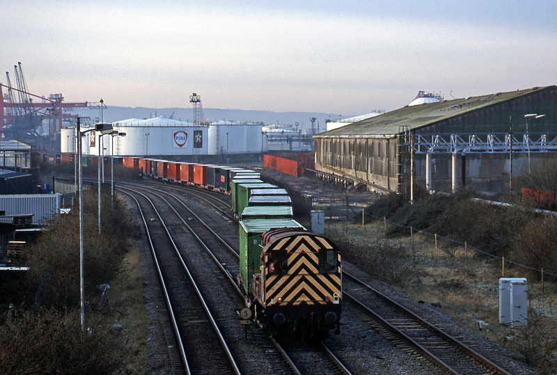 08896, containers to docks, Hallen Marsh Junction, Avonmouth, 9-1-01.