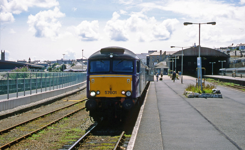 57601, 14.30 Penzance-London Paddington, Penzance, 15-7-01.