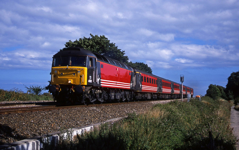 47812, 15.50 Plymouth-Leeds, Powderham, near Exeter, 31-7-01.