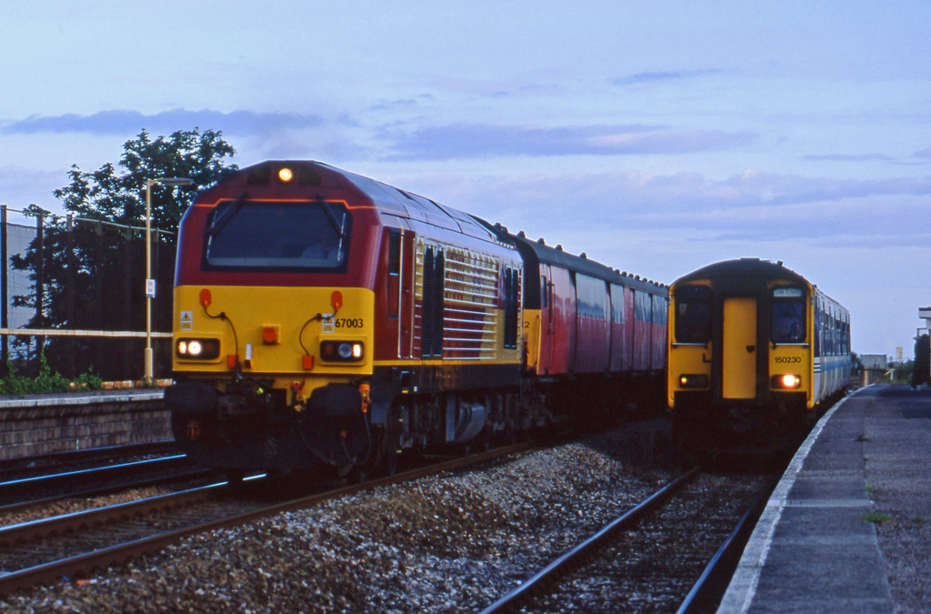 67003, 19.15 Plymouth-London, Dawlish Warren, 13-7-01.