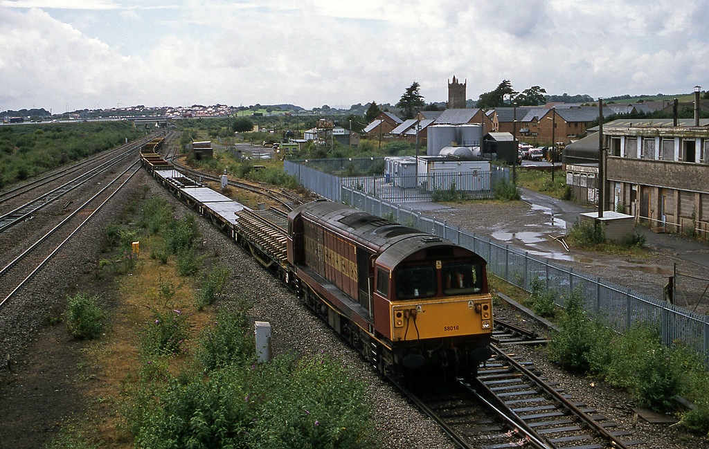 58016, 13.59 Newport Alexandra Dock Junction-Westbury, Severn Tunnel Junction, 10-7-01.