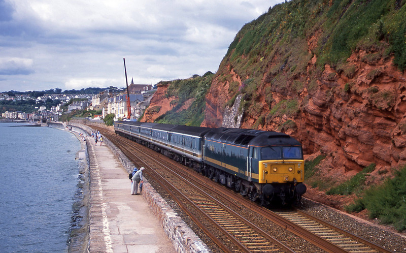 47832, 08.20 Penzance-London Paddington, Dawlish, 24-7-01.