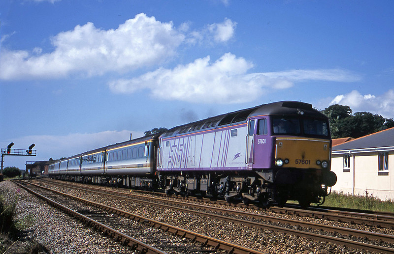 57601, 09.30 Plymouth-London Paddington, Dawlish Warren, 18-7-01.