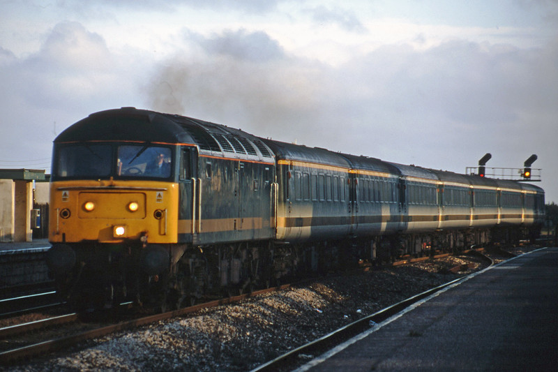 47832, 18.40 Plymouth-London Paddington, Dawlish Warren, 17-7-01.