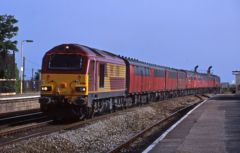 67001, 17.23 Plymouth-Low Fell, Dawlish Warren, 2-7-01.