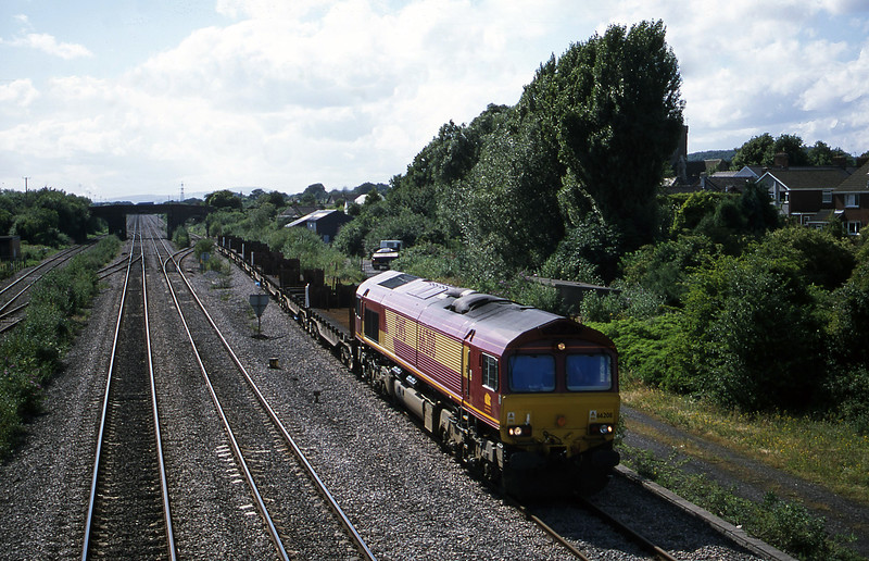 66208, up steel empties, Magor, 10-7-01.