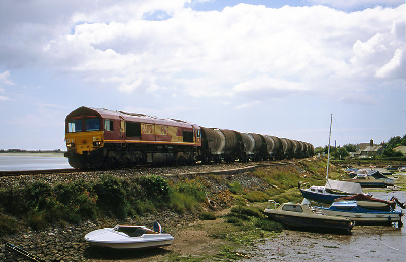 66173, 09.40 Burngullow-Irvine, Cockwood Harbour, near Starcross, 18-7-01.