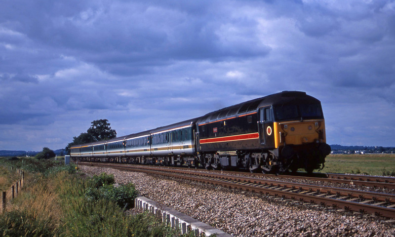 47701, 14.33 London Paddington-Plymouth, Powderham, near Exeter, 31-7-01.