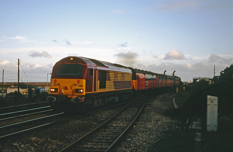 67001, 19.15 Plymouth-London, Dawlish Warren, 17-7-01.