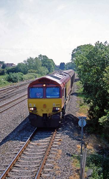 66199, down Ferrywagons, Magor, 5-6-01.