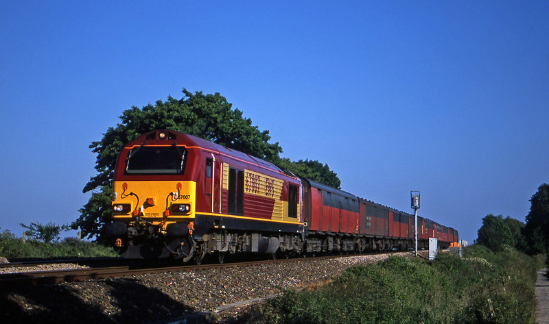 67007, 17.23 Plymouth-Low Fell, Powderham, near Exeter, 22-6-01.