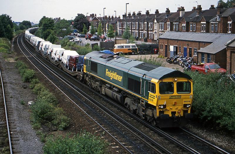 66516, 11.20 Southampton-Garston, Eastleigh, 19-6-01.