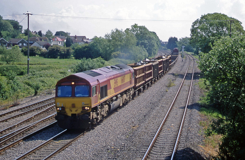 66007, down scrap and steel empties, Magor, 5-6-01.