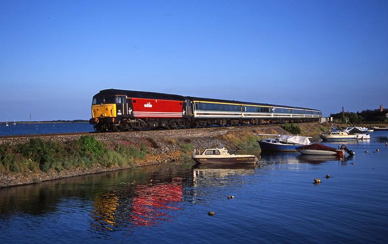 47810, 18.40 Plymouth-London Paddington, Cockwood Harbour, near Starcross, 21-6-01.